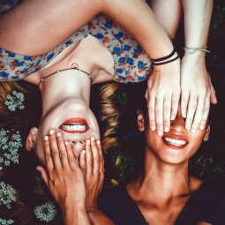 Požymiai, kad tavo geriausia draugė - lyg sesutė, kuriuos niekada neturėjai