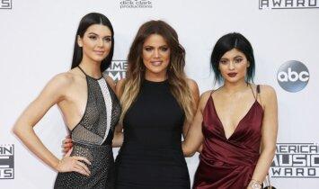Seserys Jenner AMA apdovanojimuose - be liemenėlių (FOTO)