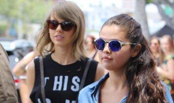 """<span style=""""color: #ff0000;"""">Selena Gomez</span> bei <span style=""""color: #ff0000;"""">Taylor</span> <span style=""""color: #ff0000;"""">Swift</span> gerbėjus ir sugraudino, ir <span style=""""color: #ff0000;"""">privertė raukytis</span> (FOTO) (VIDEO)"""