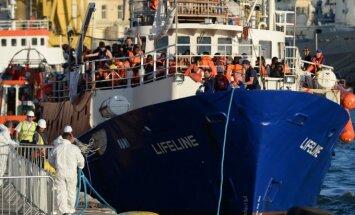 """Migrantų gelbėjimo laivas """"Lifeline"""" prisišvartavo Maltoje"""