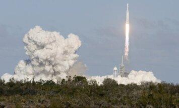 Falcon Heavy pakilo į kosmosą