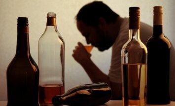 Alkoholikas šeimoje: ką daryti artimiesiems?