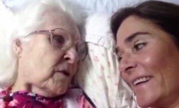 Turi tai pamatyti... Alzheimeriu  serganti mama  po daugybės metų atpažįsta savo dukrą