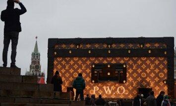 Louis Vuitton krepšį vaizduojantis paviljonas Maskvoje
