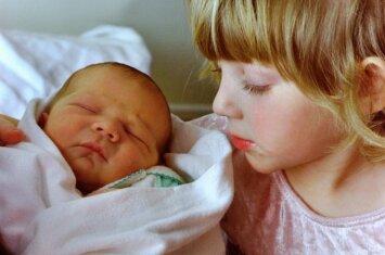 Kas nutinka pirmagimiui, kai šeimoje gimsta kitas vaikas