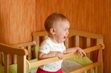 Vienerių metų krizė: kodėl pasikeičia vaiko elgesys