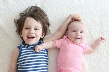 4 priežastys, dėl kurių verta turėti daugiau kaip vieną vaiką