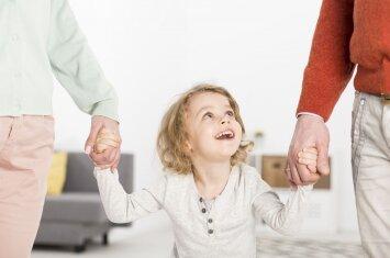 Kokių tėvų labiau reikia vaikui: atlaidžių ar valdingų?