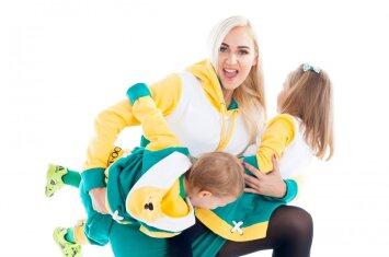 I. Stonkuvienė ir I. Stumbrienė su vaikais tapo naujos drabužių linijos veidais