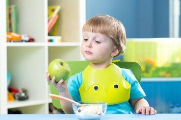 Gydytoja dietologė: kaip išmokyti vaikus valgyti tai, kas sveika, o ne tai, ko norisi