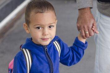 Esminė klaida, kurią daro tėvai, pasiryžę nuo šiol būti geresni ir dažniau girti savo vaikus