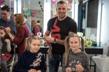 Lietuvos tėčius mokė pinti kasas dukrytėms