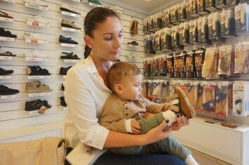 Kaip išrinkti vaikui batus, kurie nedarytų žalos jo pėdutei