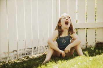 Vaikas bjauriai elgiasi: ko tikrai nereikėtų daryti tėvams tą akimirką