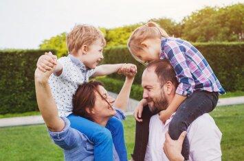 Kokio amžiaus vaikui labiau reikia mamos, o kada – tėčio