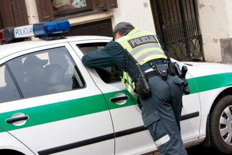 Policijos pareigūnai padėjo į pasaulį skubančiam kūdikiui