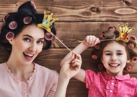 Įspūdingos mamos ir dviejų jos dukterų nuotraukos