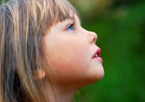 Mokome vaiką socialinių įgūdžių: 15 žingsnių į sėkmę