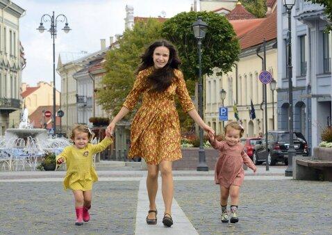 Dvynius auginanti mama – apie išskirtinį dėmesį bei vis dar gajus mitus