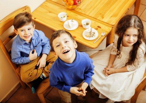 Psichologė: tėvai turi patys susivokti, kada gali vesti vaiką į viešumą, o kada – ne