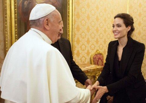 10 įdomiausių faktų apie A. Jolie ir B. Pitto šeimą bei jų vaikus