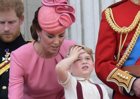 Karališkieji rūmai nesusitvarko su mažuoju princu ir imasi specialių priemonių?