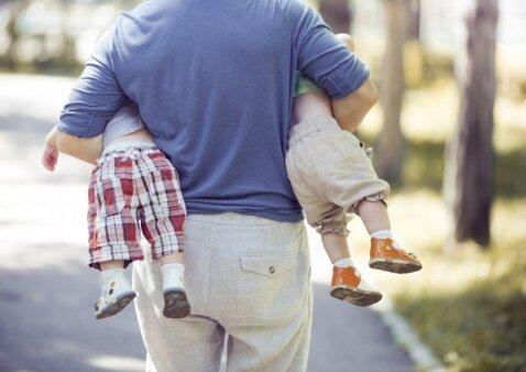 Ar tikrai vaikus auginti yra juokų darbas: 15 įrodymų taip manančiam vyrui