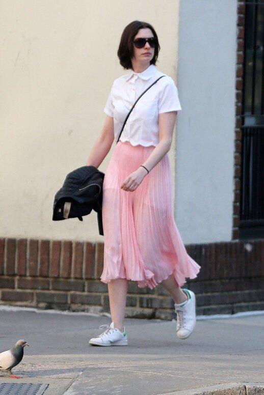Stiliaus gidas: kaip vilkėti madingiausią sezono sijoną (FOTO)