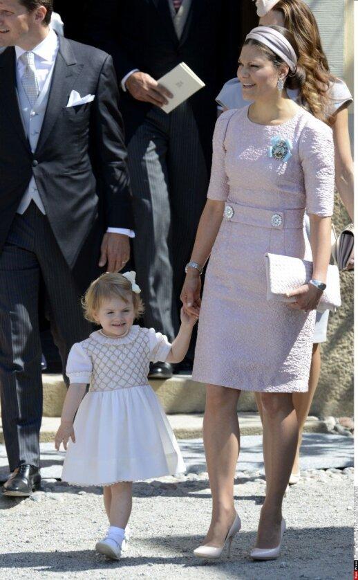 """Aistros dėl mažosios princesės suknelių <span style=""""color: #ff0000;""""><sup>FOTO</sup></span>"""