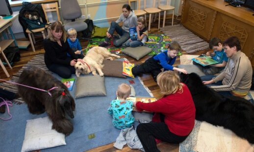 """Ką bibliotekoje veikia vaikai ir šunys? <sup style=""""color: #ff0000;"""">FOTO</sup>"""