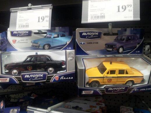 Торговая сеть обещает изъять из продажи модели автомобилей с советской символикой
