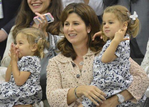 """<span style=""""color: #ff0000;"""">Dviguba laimė:</span> antrąkart garsiojo sportininko šeimoje gimė dvyniai!"""