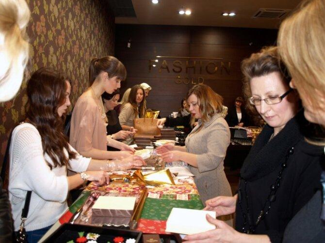 Papuošalų dovanojimo akcija