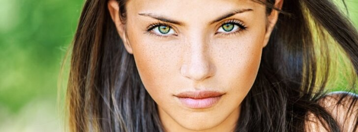 mergina, plaukai, akys, grožis
