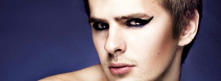 Pamatyk: vaikinai beviltiškai bando pasidaryti katės akių makiažą