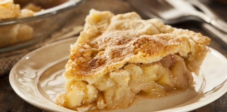 Minkštas obuolių pyragas be jokių pieno produktų ir cukraus