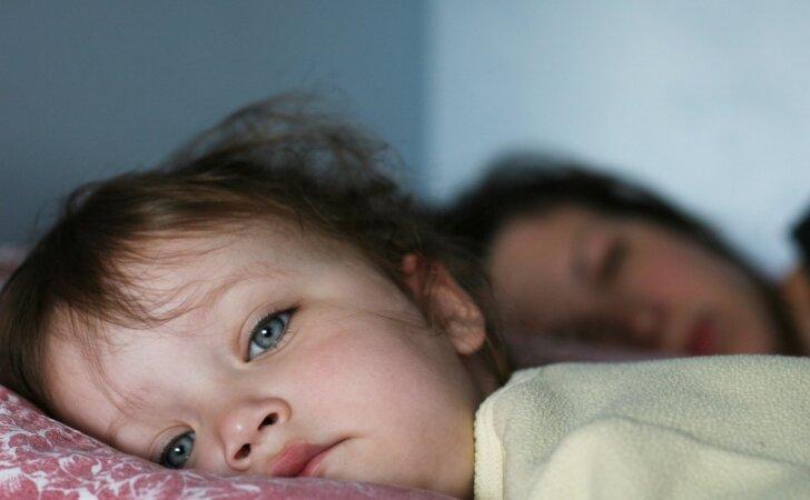 Tėvų klaida, dėl kurios vaikai vakarais sunkiai užmiega