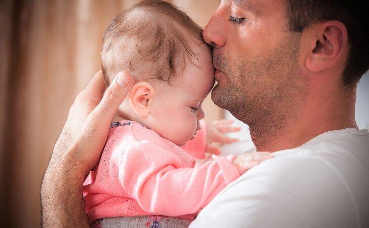 Psichoterapeutas: tėčiui būtina bendrauti su vaiku nuo jo gimimo