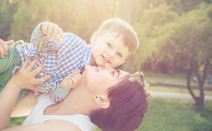 """20 gražiausių atsakymų į klausimą """"Būti mama – tai..."""""""