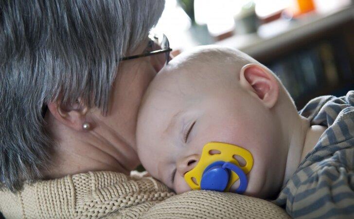 Ką jaunos mamos nori pasakyti savo vaikų močiutėms, bet nedrįsta