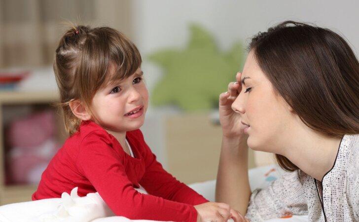 Vaikas rodo ožius mamai, o su kitais būna auksinis: psichologės komentaras
