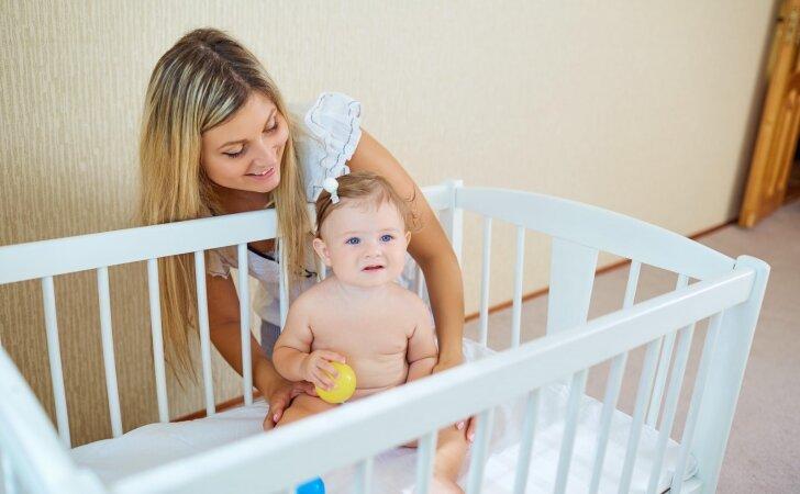 Kai vaikas nubunda per anksti: patarimai tėvams, kaip prailginti miegą