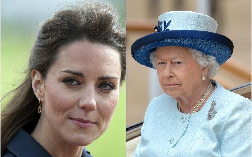 """Елизавета II уговорила Кейт Миддлтон прервать """"изоляцию"""""""