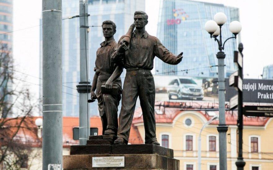 Премьер считает хорошей идею референдума вильнюсцев по скульптурам на Зеленом мосту
