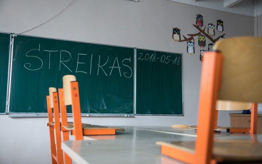 Бастующие учителя опасаются ухудшения положения