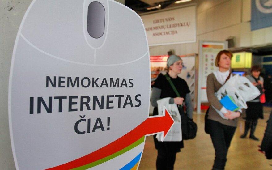 Sondaż: Telewizja i internet mają największy wpływ na mieszkańców
