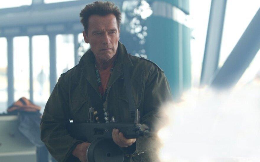 """Kadras iš filmo """"Nesunaikinami 2"""", Arnoldas Schwarzeneggeris"""