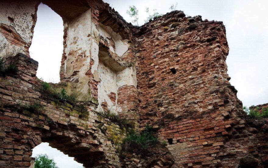 Лукашенко озаботился разрушенными замками