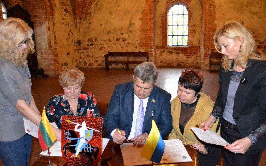 Podpisanie umowy między rejonem wileńskim a Samborem
