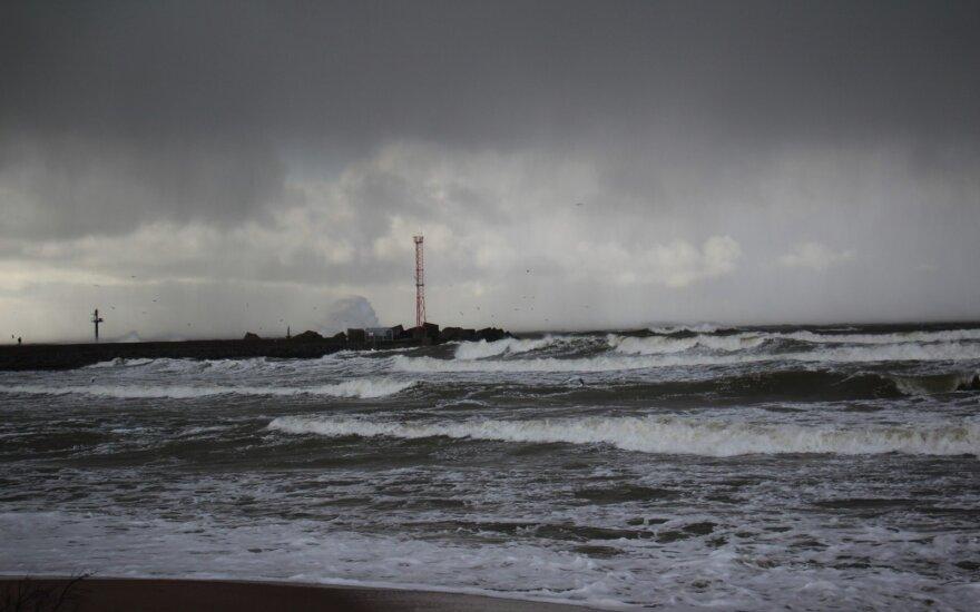 Синоптики предупреждают: в Литве ожидается опасный ветер